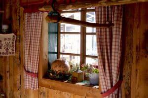 Die Dachstein Destillerie am Mandlberggut - Feinste Schnäpse aus bestem Gebirgswasser gebrannt blogHuette.at image 3