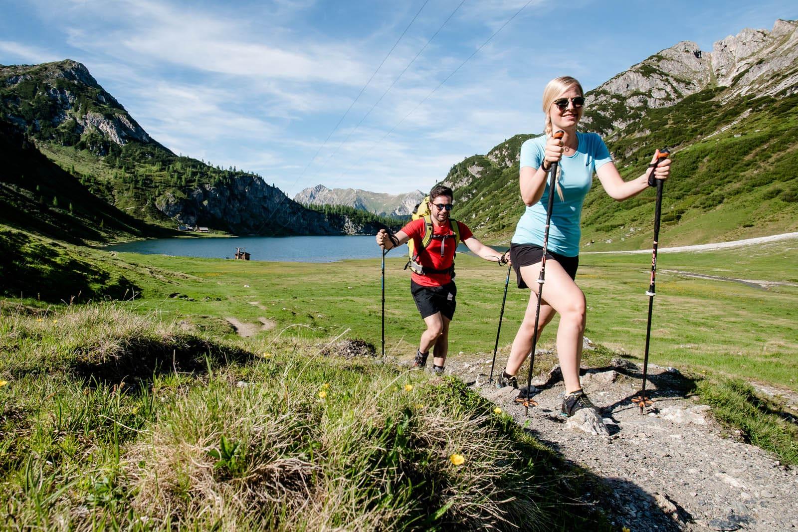 Aussicht hoch 2 auf der Wanderung zum Tappenkarsee blogHuette.at image 3