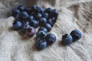 Schwarzbeeren vom Gerzkopf: Blau, blauer, meine Lippen – Da weiß jeder gleich was ich gegessen habe blogHuette.at image 5