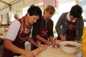 Bäuerinnen beim Kochen