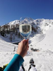 Das Leben genießen beim Skifahren