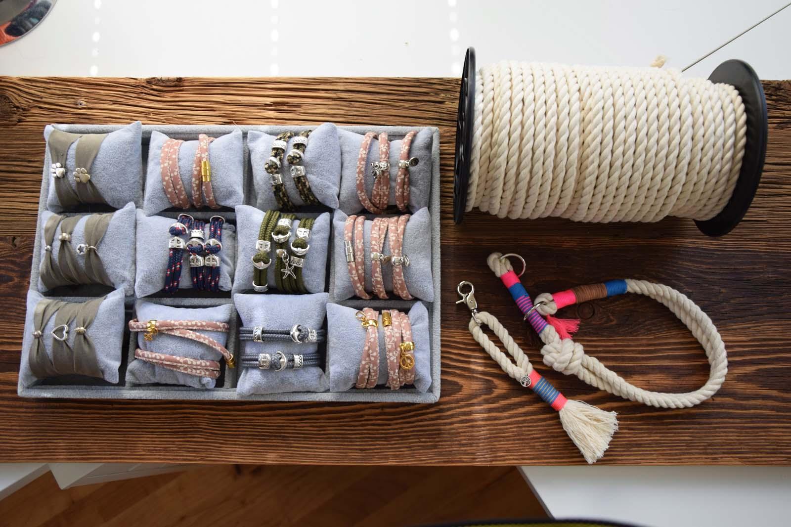 Selbstgemachte Armbänder, Händyketten, Taschen aus Eben