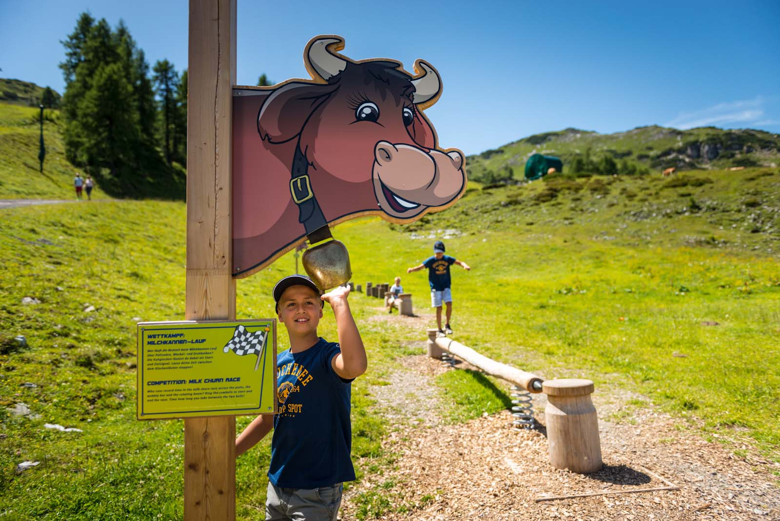 hiking with kids in Zauchensee