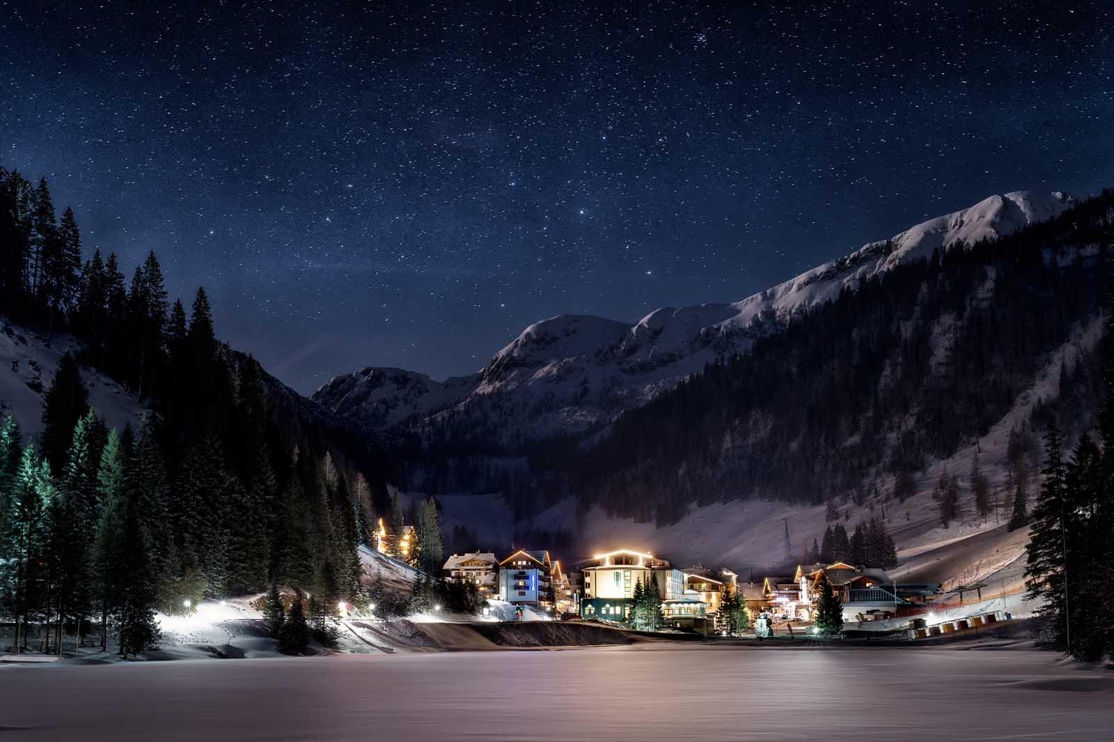 Eisschwimmen in Salzburg, der Eiskalte Sprung ins Wasser, Schwimmen im Zauchensee