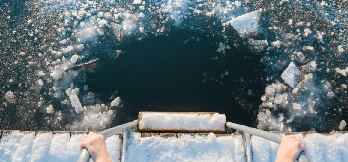 ice swimming in Salzburg, jump into ice cold water in Zauchensee, swimming in winter