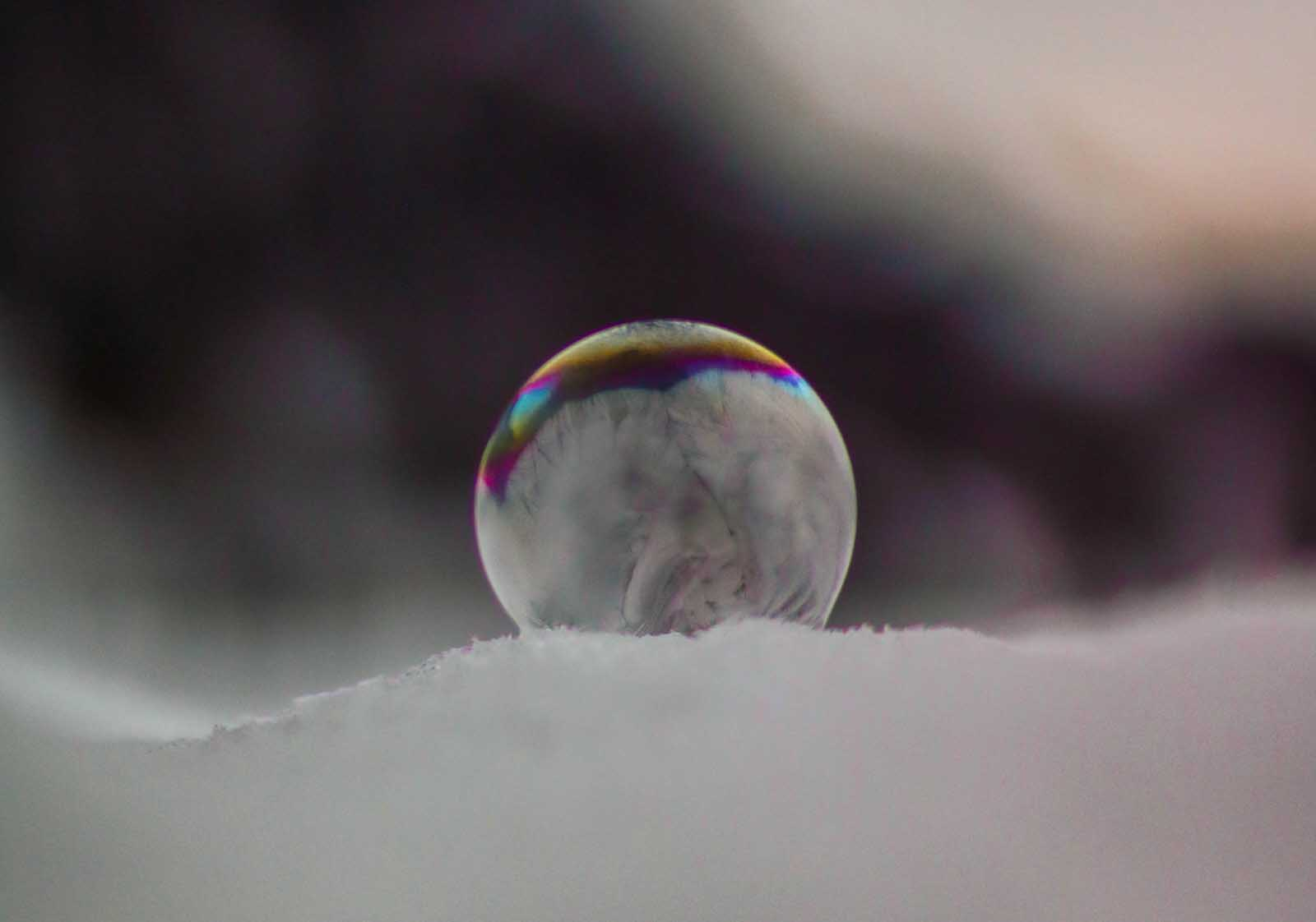 Cool winter shots for amateur photographers, frozen bubbles photography, photographing in snow