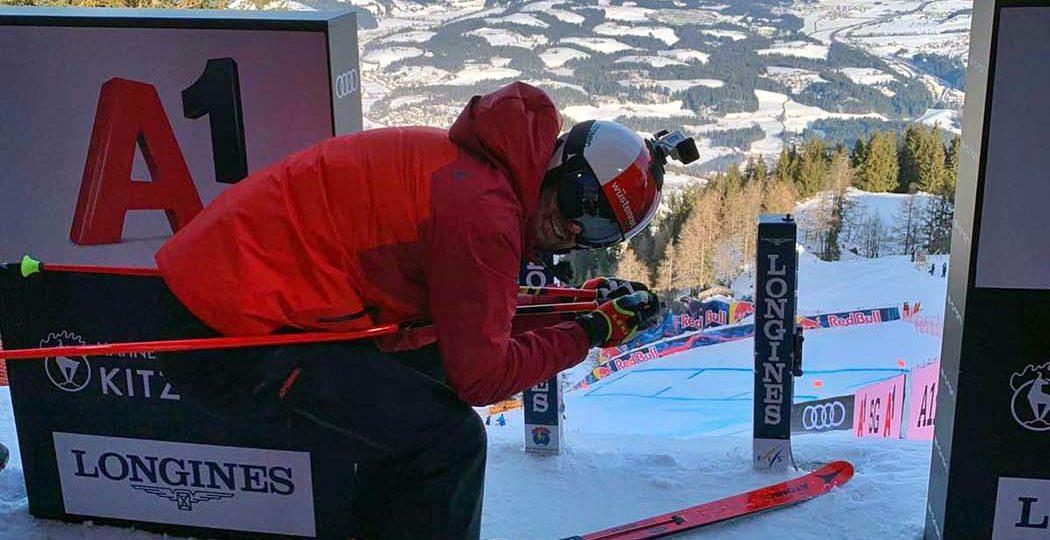 Perspektive eines Rennfahrers bei einem Ski Weltcuprennen