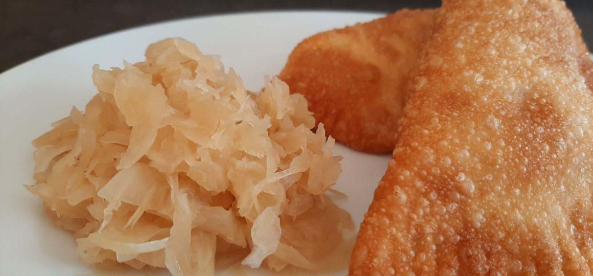 Omas Fleischkrapfen mit Sauerkraut