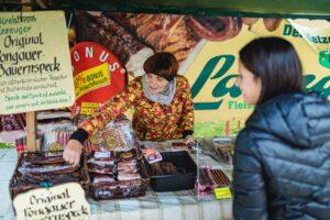 Bauernspeck ist am Radstädter Wochenmarkt stets ein Fixbestandteil