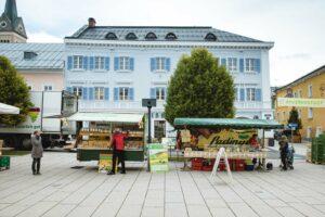 Markstände am Radstädter Wochenmarkt