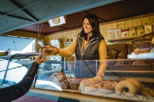 Brotspezialitäten aus der Heimat am Radstädter Wochenmarkt erwerben