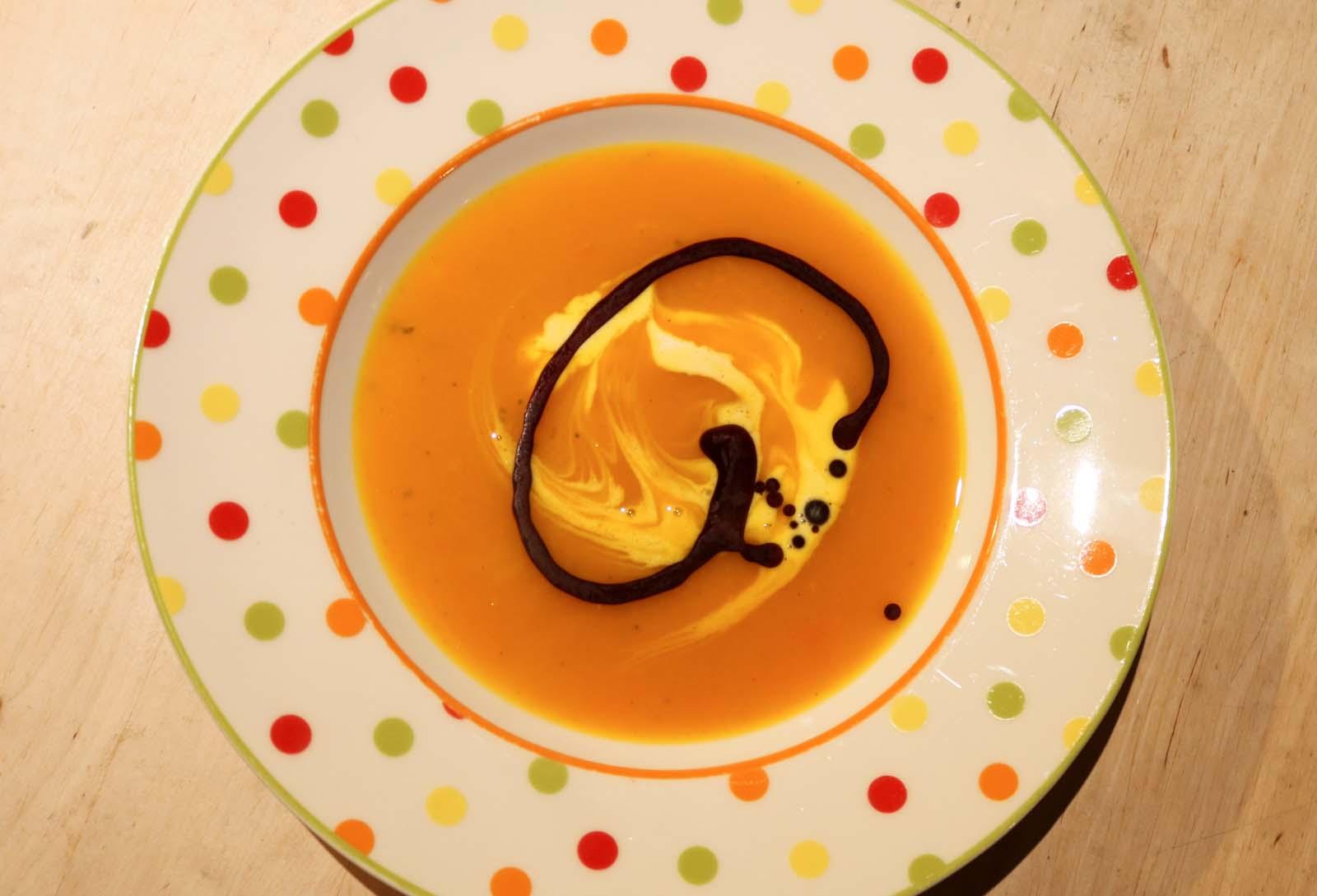 Feine Kürbissuppe als kulinarischer Genuss im Bauernherbst