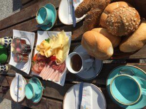 Herzhaftes Bergfrühstück auf der Krahlehenhütte in Filzmoos